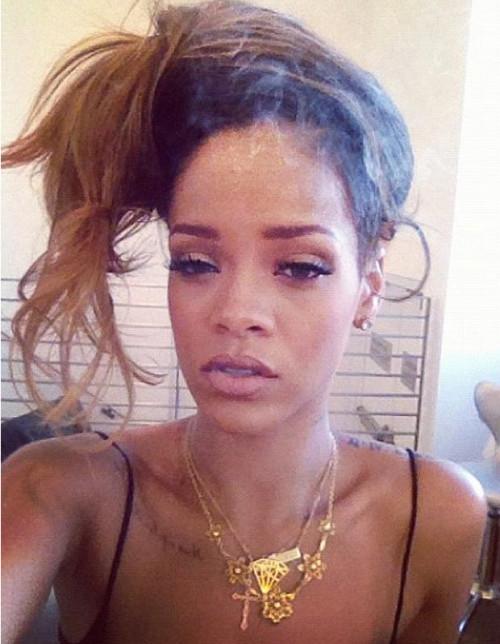 Rihanna Kumral Renkli Dağınık Saç Modeli