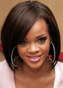 Rihanna kısa kesim düz saç modeli