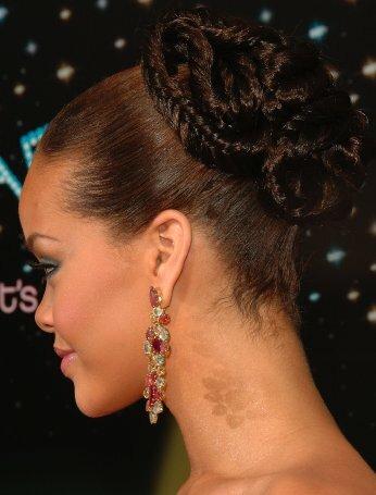 Rihanna örgülü topuz saç modeli