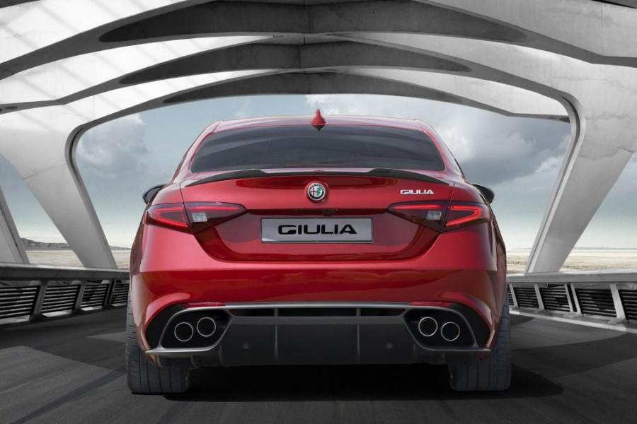 Yeni Alfa Romeo Giulia arka perspektif görünüşü