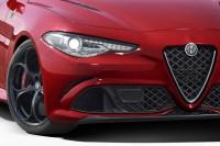 Yeni Alfa Romeo Giulia ızgara ve ön far görünüşü