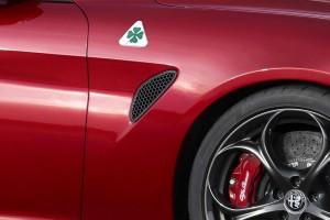 Yeni Alfa Romeo Giulia spor otomobil detay resimler