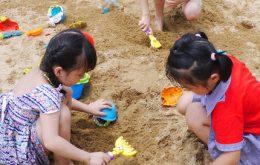 Kum oyunları: Okul öncesi çocuklarının büyük zevk aldıkları animasyon etkinliklerinden biri de kum oyunlarıdır. Kum oyunları, özellikle yaz aylarında sıkça kullanılan bir animasyon etkinliğidir.